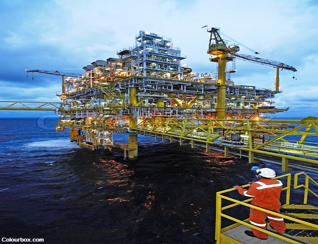 7609485-offshore-worker-on-the-platform-rig