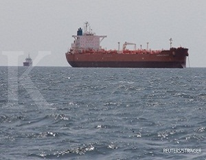 The oil tanker Caspian Galaxy sits anchored near Amuay beach, in Punto Fijo, Venezuela March 30, 2017. Picture taken March 30, 2017. REUTERS/Stringer EDITORIAL USE ONLY. NO RESALES. NO ARCHIVE.